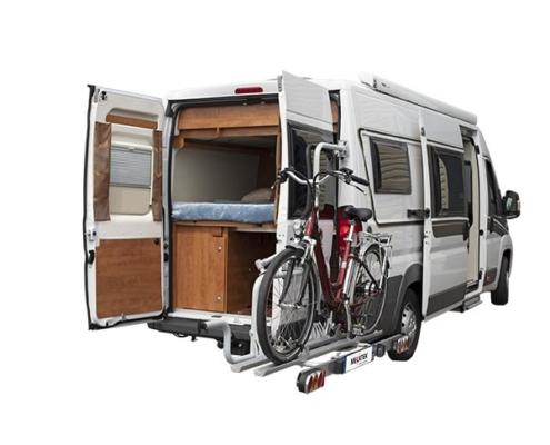 Ouverture des portes arrières sans difficulté grâce au système pivotant du Van-Bike 2