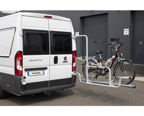 Ouverture à 90° du porte-vélo pour faciliter l'accès aux portes arrières